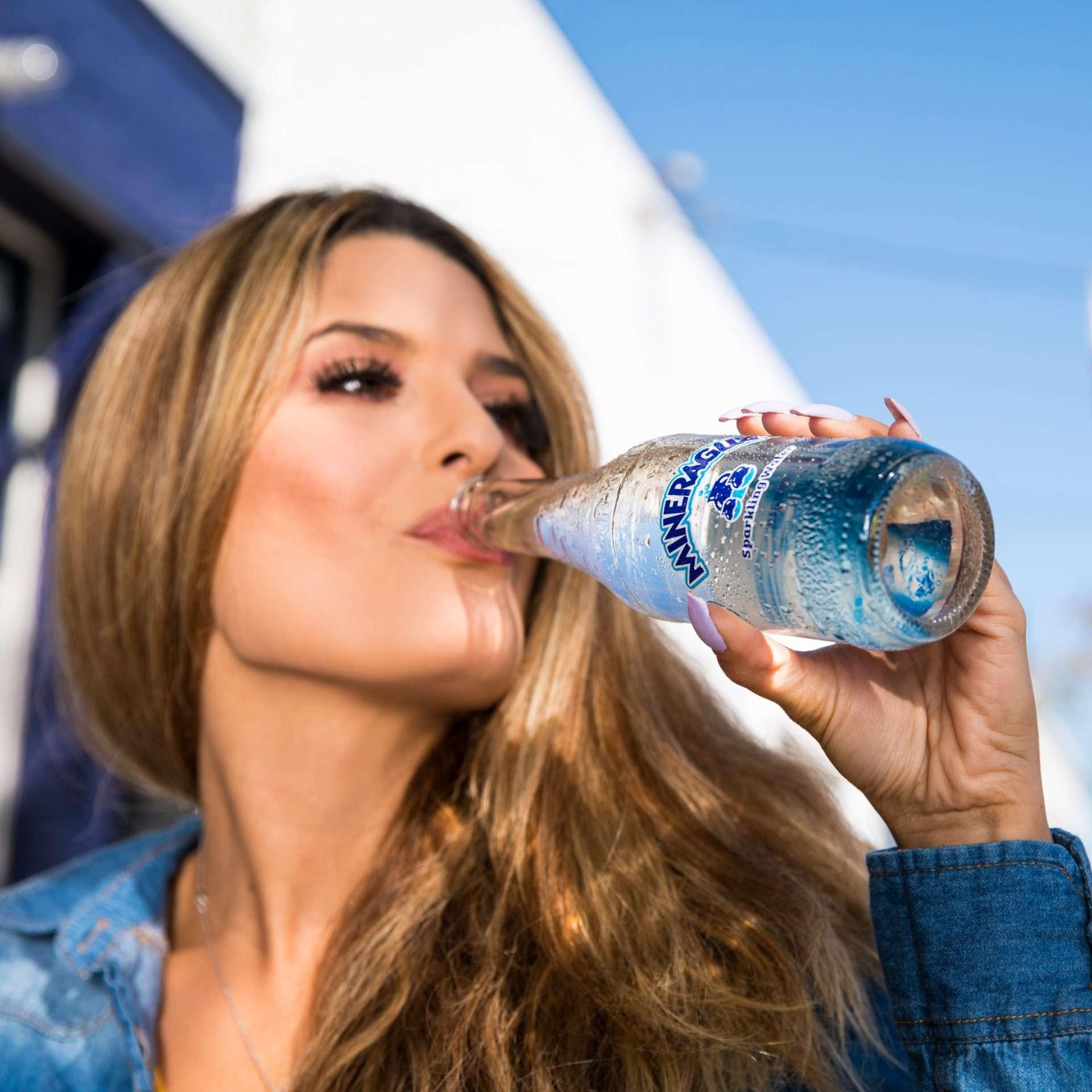 10 Anzeichen von Dehydration, die Sie nicht ignorieren sollten